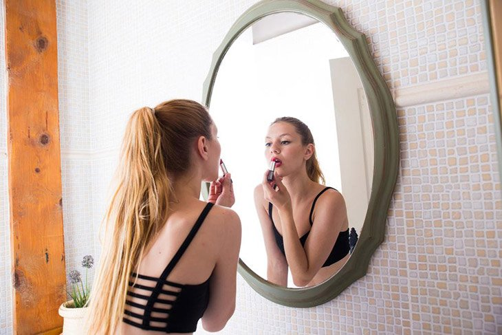 The Best Lighted Makeup Mirror for a Perfect Look