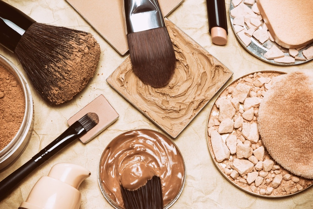 what is the difference between concealer and foundation