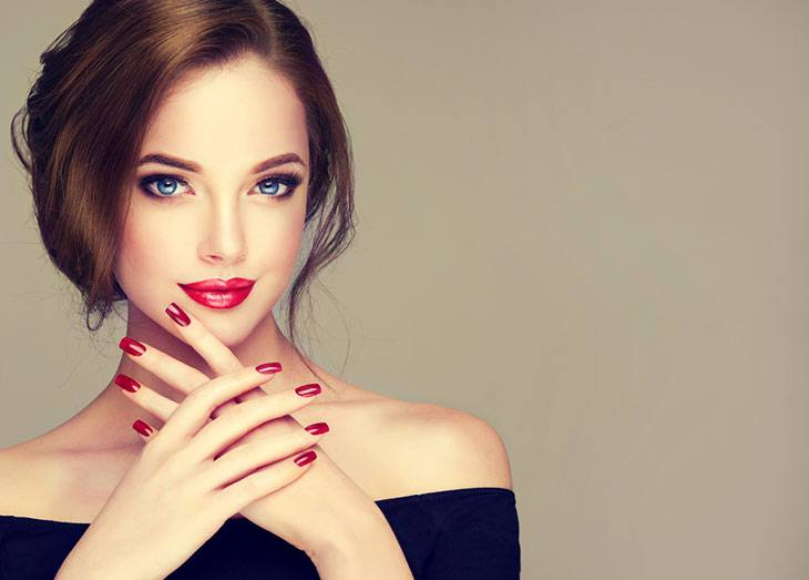 How to Choose the Perfect Nail Polish Color For Your Dress